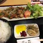 武乃蔵 - 唐揚げ定食 梅肉ソース 味は薄め