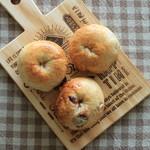 粉花 - 料理写真:ベーグル3種 右上から時計回りに ①ベーコン、②クランベリー ③プレーン