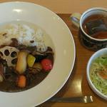 デリ&ランチ - 料理写真:ビーフカレー旬の野菜添え 880円                     + サラダドリンクセット 250円