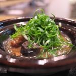 蓮香 - 別の料理もいくつか。これはすっぽんとなまこの土鍋。