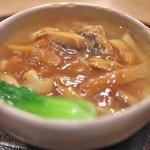 蓮香 - 最後の締めに、ファッチューチョンの具材とスープで作られたあんかけそば。