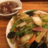 横浜飯店 - 料理写真:五目焼きそば、麺はカタヤキ。具は野菜あんがたっぷり。
