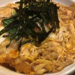 角平 - 親子丼、出汁味が効いてる鶏肉、タマネギ、とじたまご、ご飯が進みますね。