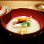豪龍久保 - 白味噌椀 海老芋、粟麩、京人参結び