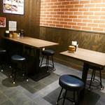 京都 肉食堂 - テーブル席