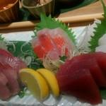 ぬる燗佐藤 横濱茶寮 - お刺身は五種盛り合わせで頼みました。
