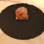 61448809 - ビリヤニマサラを効かせた北海道紫雲丹のタルト、コンテチーズ