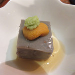 高鮨 - 料理写真:黒ゴマと葛とエゴマの実の豆腐。