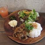 アポロ・カフェ・ワークス - 燻製の牛カルビ焼肉プレート 850円