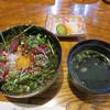 つむら - 料理写真:熊本直送の新鮮馬刺を使った桜納豆ユッケ丼。 汁物と漬物付きで980円です。