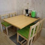 麺ダイニング NARUTO - テーブル席