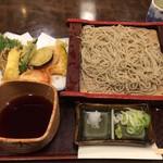八海そば松月庵 - 野菜天せいろそばです。なかなか美味しかったです。