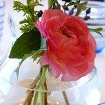 6152732 - テーブルの生け花