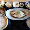 食道大 - 料理写真:煮魚定食(カイワリ)