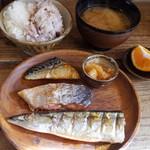 ネマルカフェ - 焼き魚3種盛り定食(950円)
