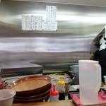 らー麺土俵 鶴嶺峰 - 店内