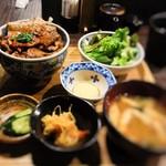 炉端のぬる燗 佐藤 - 豚丼(小)