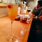 セブンデイズブリュー - ▲すぐ満席になって、立ち飲みの人も居ました。