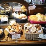 61566434 - 【2017/1】食べ放題のパンたち