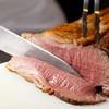グラスコート - 料理写真:ライブキッチンではシェフが切り分けてご提供。