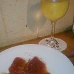 wabisuke - [料理] 切り立て生ハム & グラスワイン (白)