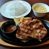 ヴィクトリアステーション - 料理写真:チキンステーキランチ(745円)