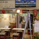 琉球立飲酒場カッシーズバー ゆくい - 入口の立飲酒場とカッシーズバーの看板の関係は?