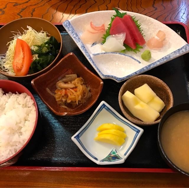 松本市渚「磯料理あづま」のランチが充実のセット …