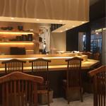 SUSHI TOKYO TEN、 - 店内は明るくて綺麗で、高級寿司店みたい♡
