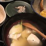 両川 - カマンベールチーズ煮込み。面白い