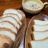 ベーカリー CLOUD - 料理写真:バゲットとパン・ド・ミ。シチューに激マッチ!