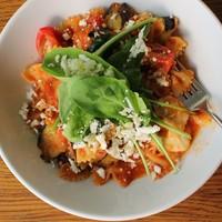 IVY PLACE - 水牛モッツァレラチーズと季節野菜のトマトソースファルファッレ