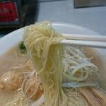 麺屋 久兵衛 - 牛骨鮭節ラーメン、大盛
