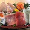 みっちゃんの魚や食堂 - 料理写真:舟盛り定食 イカ、イクラ、本マグロ、白身、寒ブリ、サーモン