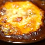 3丁目のカレー屋さん  - トロけるチーズをのせてオーブンで焼いて仕上げ