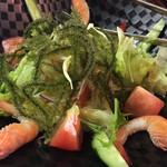 二幸 - 海ぶどうと海老サラダ 900円