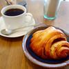 グラム - 料理写真:シナモンロール with コーヒー(ワンドリンク制になったので)