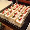 カフェ トラ - 料理写真:苺ショートケーキ@ジェノワーズはみっちり固め