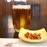 うなぎ藤田 - ビールと骨煎餅