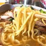 手打らーめん 勝龍 - チャーシューメン麺リフト