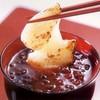銚子屋 - 料理写真:つぶ餡ぜんざい380円(消費税込み)電子レンジ対応容器入り。個別パックされた切り餅付き。一緒に温めて手軽にお召し上がりいただけます。
