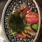 沖縄家庭料理はなおり - 海ぶどうと海鮮サラダ