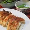 餃子の朝日 - 料理写真:餃子と奥は枝豆