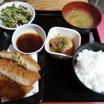 61921063 - マグロメンチ定食 600円(税込み) ご飯が美味しい。これで600円ならいいでしょう。