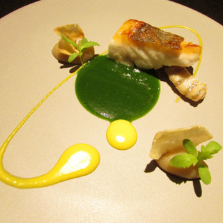 スポンテニアス - 料理写真:さかなときくな~ヒラメ もって菊のソース トッピナンブール(仏の菊芋)のピューレ
