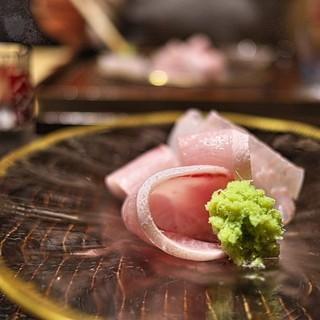 京天神 野口 - 料理写真:アンティークなお皿に盛られたお造り。