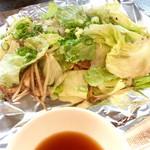 61947742 - 「豚野菜焼」+「貝」(850円?)。