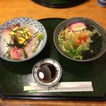 61959943 - 海鮮丼、うどん付き¥700