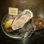 61964258 - 生牡蛎。今回は岩手産