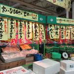 磯貝めんちゃんこのかきごや - 海鮮居酒屋や寿司店を持つ『博多漁家 磯貝』グループと鍋焼きうどん風のオリジナル麺でお馴染みの『めんちゃんこ亭』がプロデュース。 更に、明太子のふくやが母体の『中洲二丁目屋台』もタッグに加わりました。